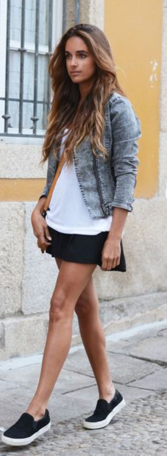 black-mini-skirt-white-tee-grayl-jacket-moto-wear-style-fashion-spring-summer-sneakers-black-shoe-sneakers-streetstyle-hairr-weekend.jpg
