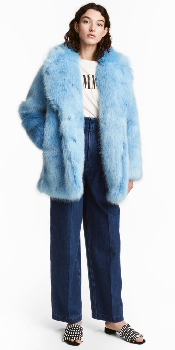 blue-navy-flare-jeans-black-shoe-sandals-blue-light-jacket-coat-fur-brun-fall-winter-weekend.jpg