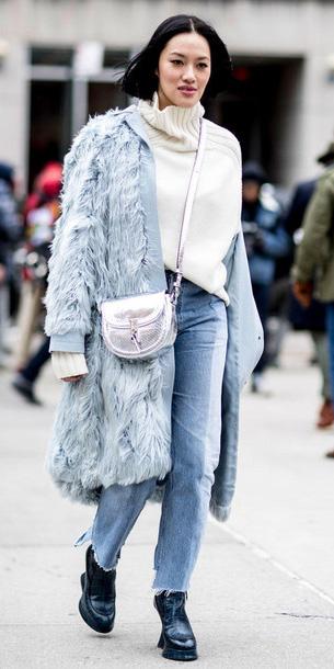 blue-light-boyfriend-jeans-white-sweater-gray-bag-silver-blue-light-jacket-coat-fur-brun-bob-blue-shoe-booties-fall-winter-weekend.jpg