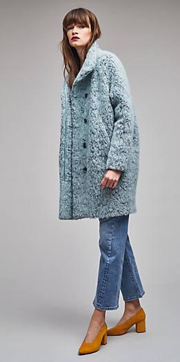 blue-med-skinny-jeans-yellow-shoe-pumps-blue-light-jacket-coat-fur-fuzz-fall-winter-hairr-lunch.jpg