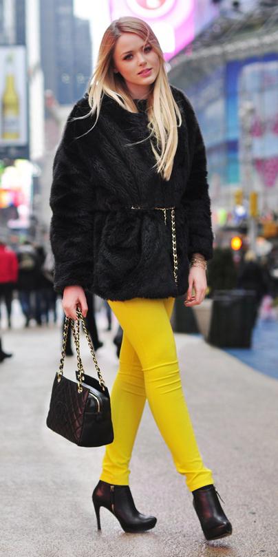 yellow-skinny-jeans-black-jacket-coat-fur-fuzz-black-bag-black-shoe-booties-fall-winter-blonde-dinner.jpg