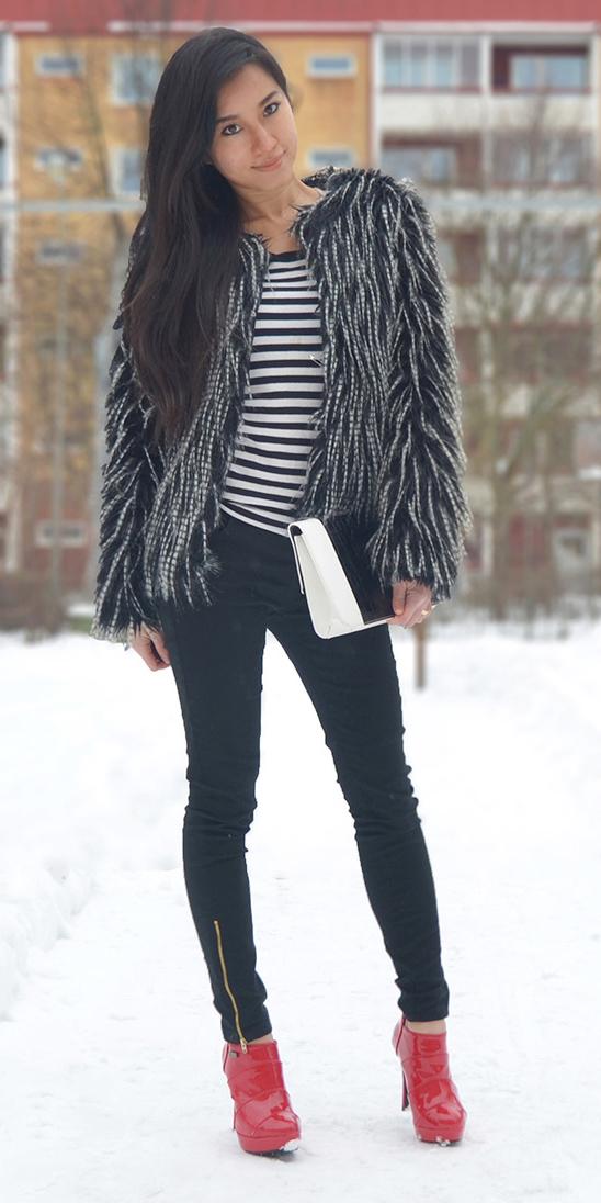 black-skinny-jeans-black-tee-stripe-red-shoe-booties-white-bag-black-jacket-coat-fur-fuzz-fall-winter-brun-dinner.jpg