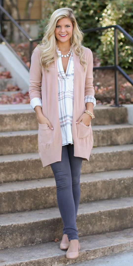 grayd-skinny-jeans-white-plaid-shirt-tan-cardiganl-necklace-tan-shoe-flats-howtowear-fashion-style-outfit-spring-summer-blonde-lunch.jpg