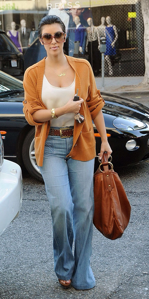 blue-light-flare-jeans-camel-cardiganl-belt-sun-kimkardashian-cognac-bag-fall-winter-brun-lunch.jpg
