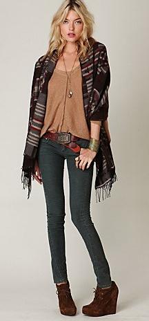 blue-med-skinny-jeans-o-tan-tee-brown-cardiganl-poncho-aztec-brown-shoe-booties-necklace-pend-belt-blonde-fall-winter-weekend.jpg