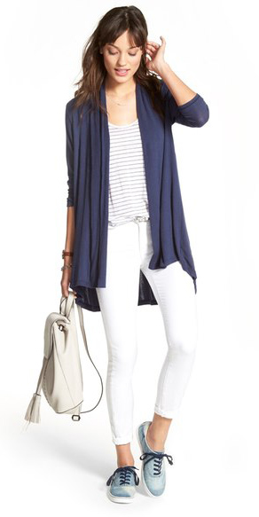white-skinny-jeans-white-tee-blue-navy-cardiganl-howtowear-style-fashion-spring-summer-white-bag-pack-blue-shoe-sneakers-brun-weekend.jpg