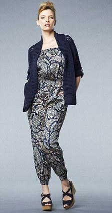 blue-navy-jumpsuit-blue-navy-cardiganl-print-paisley-bun-blue-shoe-sandalw-howtowear-fashion-style-outfit-spring-summer-blonde-lunch.jpg
