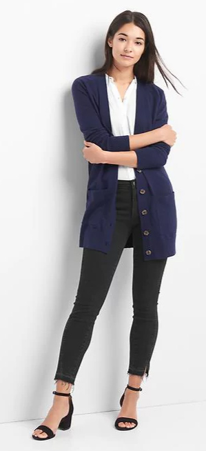 black-skinny-jeans-white-top-blue-navy-cardiganl-black-shoe-sandalh-howtowear-fall-winter-brun-work.jpg