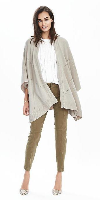 green-olive-skinny-jeans-wear-outfit-fashion-fall-winter-grayl-cardiganl-white-shoe-pumps-brun-lunch.jpg