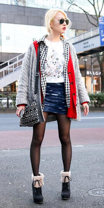 blue-navy-mini-skirt-white-tee-black-shoe-booties-sun-fall-blue-grayl-cardiganl-red-cardiganl-black-tights-japan-blonde-lunch.jpg