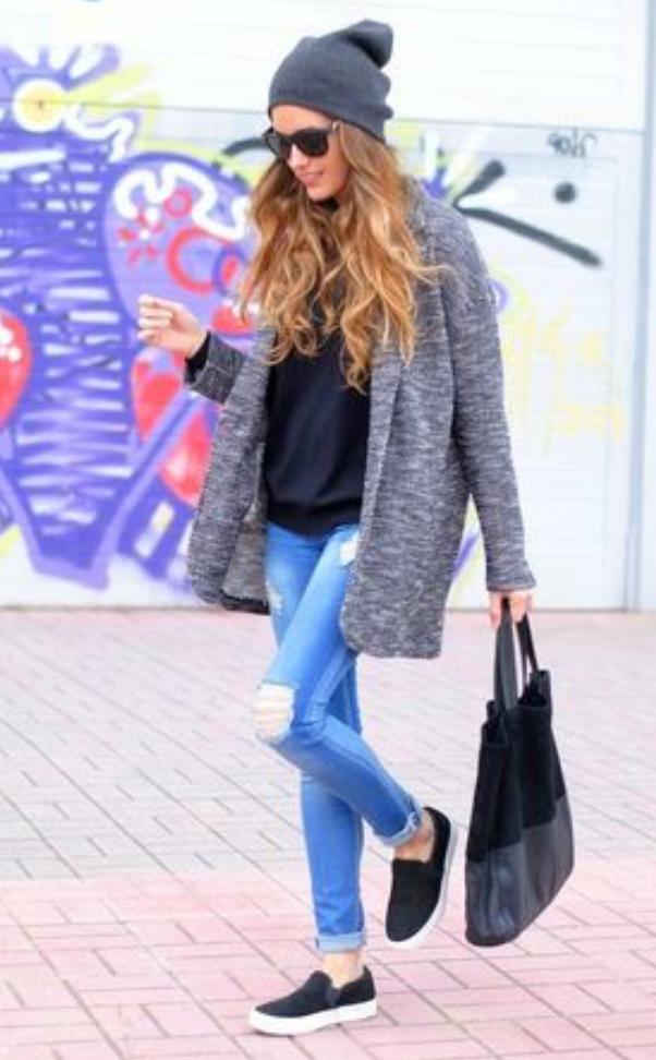 blue-light-skinny-jeans-black-tee-grayl-cardiganl-black-bag-tote-black-shoe-sneakers-howtowear-style-fashion-fall-winter-coatigan-beanie-hairr-weekend.jpg
