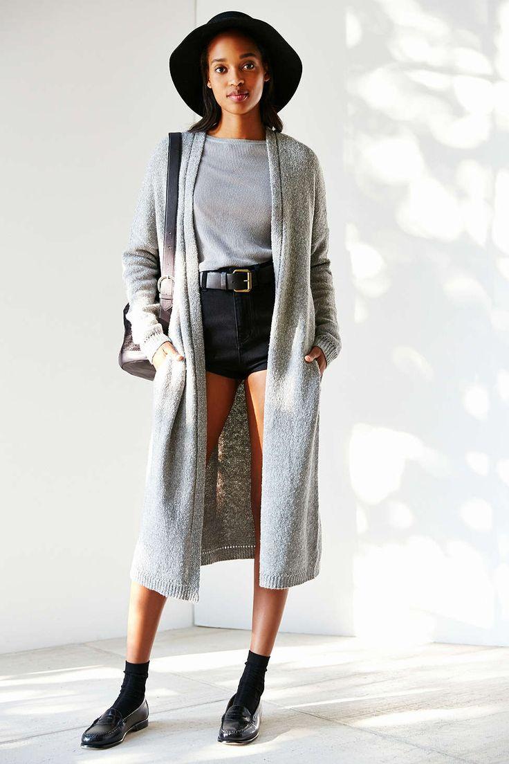 black-shorts-grayl-tee-belt-grayl-cardiganl-hat-black-shoe-loafers-socks-gray-bag-howtowear-fashion-style-outfit-brun-fall-winter-weekend.jpg