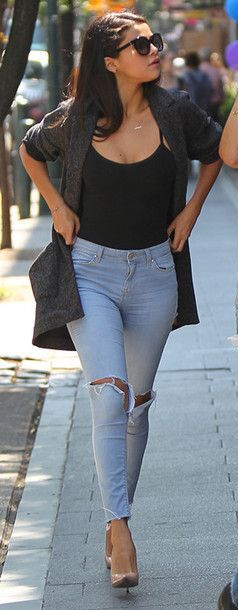 blue-light-skinny-jeans-black-top-tank-grayd-cardiganl-tan-shoe-pumps-necklace-sun-howtowear-fashion-style-outfit-spring-summer-brun-lunch.jpg