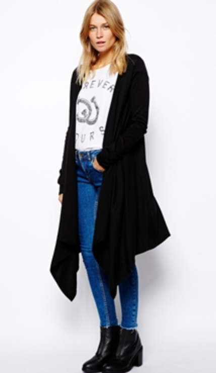 blue-med-skinny-jeans-white-tee-black-cardiganl-howtowear-fashion-style-outfit-fall-winter-graphic-drape-black-shoe-booties-blonde-weekend.jpg