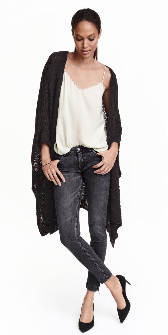 black-skinny-jeans-white-cami-wear-outfit-fashion-fall-winter-black-shoe-pumps-black-cardiganl-pony-brun-dinner.jpg