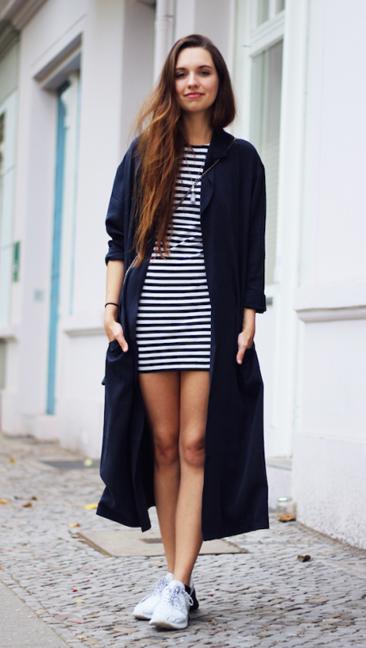 black-dress-zprint-stripe-black-cardiganl-duster-white-shoe-sneakers-howtowear-fashion-style-outfit-fall-winter-basic-street-tshirt-hairr-weekend.jpg