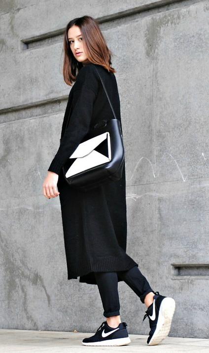 black-skinny-jeans-black-cardiganl-howtowear-fashion-style-outfit-fall-winter-nike-black-shoe-sneakers-white-bag-mono-brun-weekend.jpg