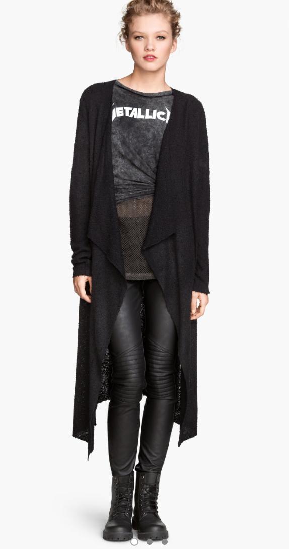 black-leggings-black-tee-black-cardiganl-bun-howtowear-fashion-style-outfit-fall-winter-mono-leather-graphic-basic-black-shoe-booties-blonde-weekend.jpg