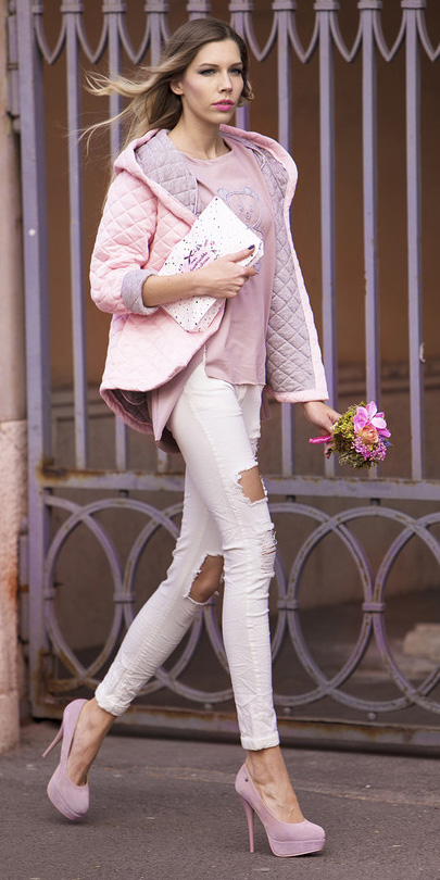 white-skinny-jeans-pink-light-graphic-tee-pink-shoe-pumps-pink-light-jacket-coat-puffer-fall-winter-blonde-lunch.jpg