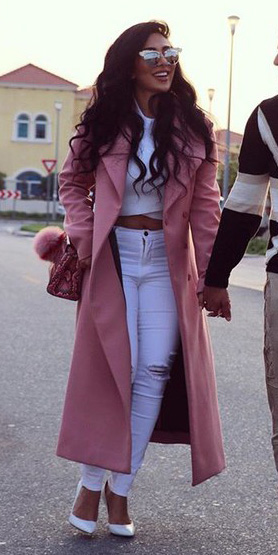 white-skinny-jeans-white-crop-top-white-shoe-pumps-pink-bag-sun-pink-light-jacket-coat-spring-summer-brun-dinner.jpg