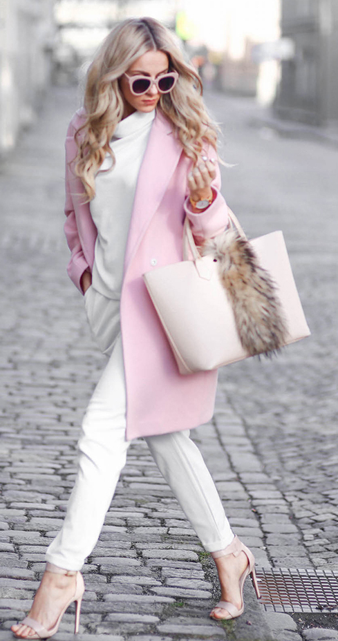 white-joggers-pants-white-sweater-turtleneck-pink-light-jacket-coat-sun-white-bag-tote-tan-shoe-sandalh-howtowear-fashion-style-outfit-spring-summer-blonde-lunch.jpg