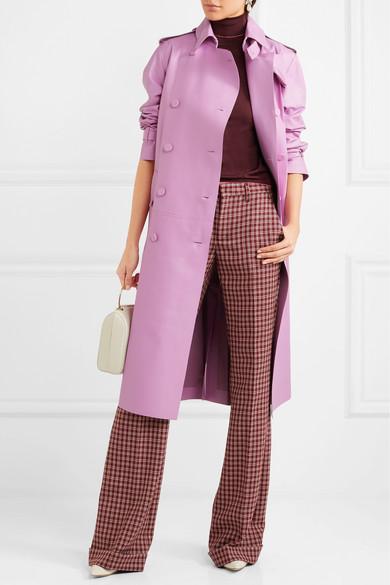 burgundy-wideleg-pants-burgundy-sweater-turtleneck-white-bag-pink-light-jacket-coat-trench-fall-winter-work.jpg