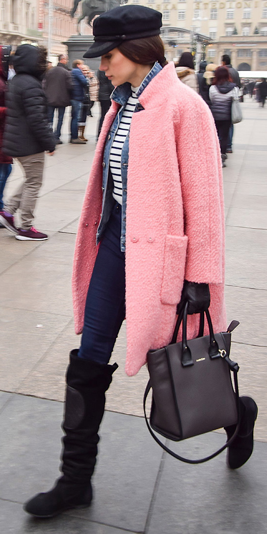 blue-navy-skinny-jeans-blue-navy-tee-stripe-blue-med-jacket-jean-pink-light-jacket-coat-layer-black-bag-gloves-hat-brun-black-shoe-boots-howtowear-fashion-style-outfit-fall-winter-lunch.jpg