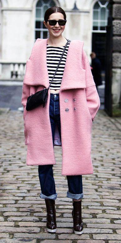 blue-navy-boyfriend-jeans-pink-light-jacket-coat-black-bag-black-tee-stripe-fall-winter-brun-lunch.jpg