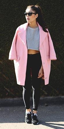 black-skinny-jeans-grayl-sweater-sweatshirt-crop-pink-light-jacket-coat-black-shoe-sneakers-sun-pony-brun-howtowear-fashion-style-outfit-fall-winter-weekend.jpg