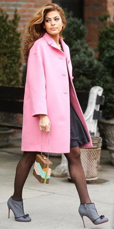 black-dress-pink-light-jacket-coat-gray-shoe-booties-black-tights-howtowear-fashion-style-outfit-fall-winter-aline-elegant-evamendes-celebrity-street-hairr-dinner.jpg