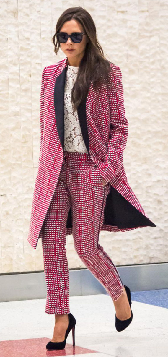 pink-magenta-slim-pants-pink-magenta-jacket-coat-tweed-suit-match-celebrity-newyork-airport-white-top-black-shoe-pumps-victoriabeckham-brun-fall-winter-work.jpg