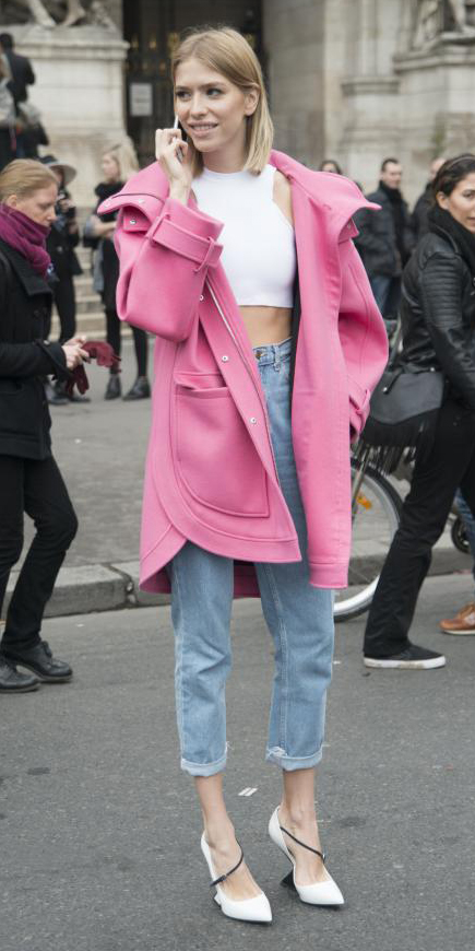 blue-light-boyfriend-jeans-white-top-crop-pink-magenta-jacket-coat-blonde-howtowear-fashion-style-outfit-spring-summer-paris-white-shoe-pumps-lunch.jpg