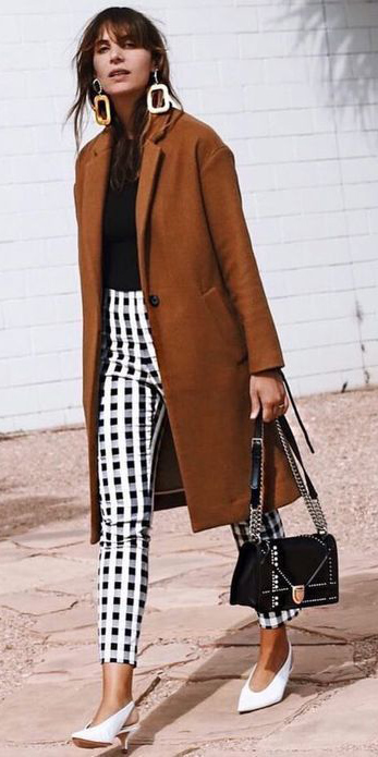how-to-style-white-slim-pants-print-black-tee-earrings-hairr-camel-jacket-coat-black-bag-white-shoe-pumps-fall-winter-fashion-work.jpg