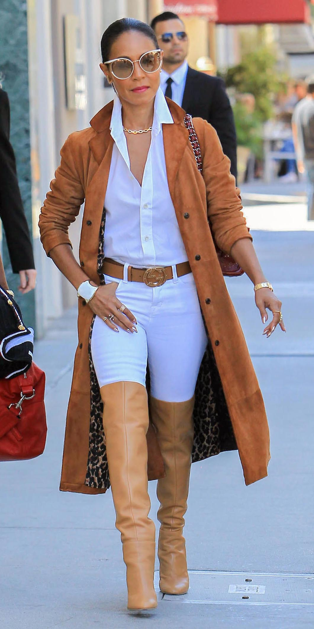 white-skinny-jeans-belt-white-collared-shirt-bun-sun-tan-shoe-boots-otk-suede-jadapinkettesmith-camel-jacket-coat-fall-winter-brun-lunch.jpg