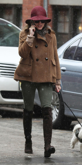 green-olive-skinny-jeans-hat-hairr-brown-shoe-boots-oliviapalermo-camel-jacket-coat-peacoat-fall-winter-weekend.jpg