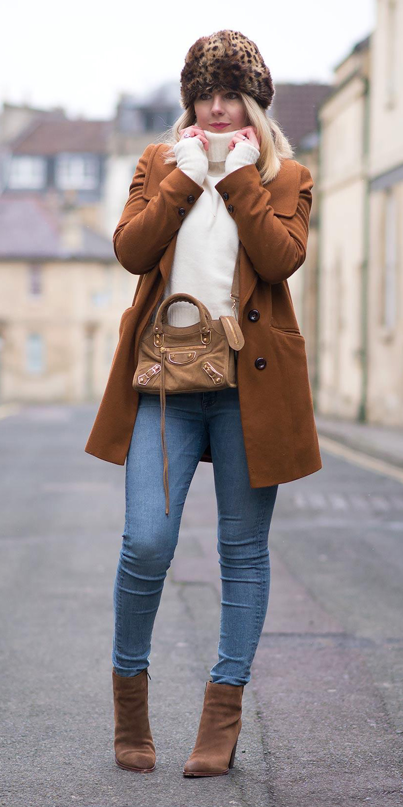 how-to-style-blue-light-skinny-jeans-white-sweater-turtleneck-leopard-print-hat-blonde-lob-tan-bag-cognac-shoe-booties-camel-jacket-coat-fall-winter-fashion-lunch.jpg