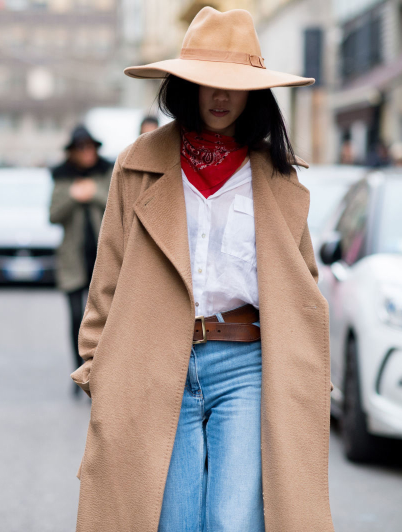 blue-light-crop-jeans-white-collared-shirt-camel-jacket-coat-red-scarf-bandana-howtowear-fashion-style-outfit-fall-winter-basic-hat-belt-street-brun-lunch.jpg