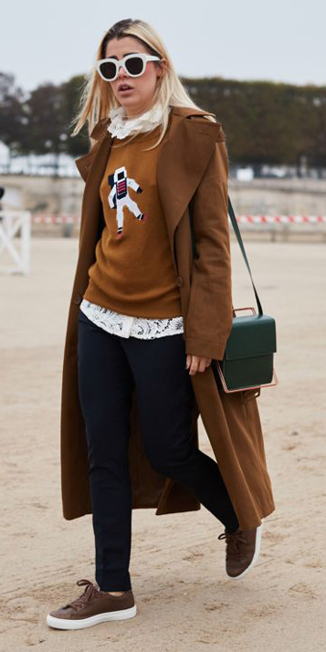 black-skinny-jeans-camel-sweater-white-top-blouse-sun-blonde-brown-shoe-sneakers-camel-jacket-coat-trench-green-bag-fall-winter-weekend.jpg