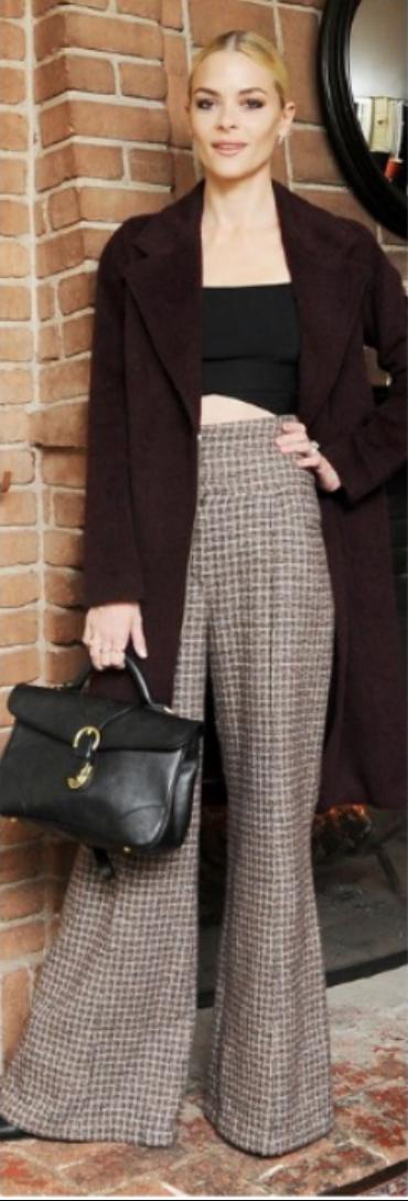 tan-pants-black-top-crop-brown-jacket-coat-black-bag-bun-wideleg-howtowear-fall-winter-tweed-blonde-jamieking-dinner.jpg