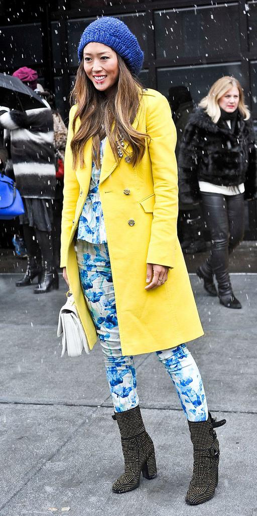 yellow-jacket-coat-beanie-brun-white-bag-black-shoe-booties-aimeesong-fall-winter-lunch.jpg