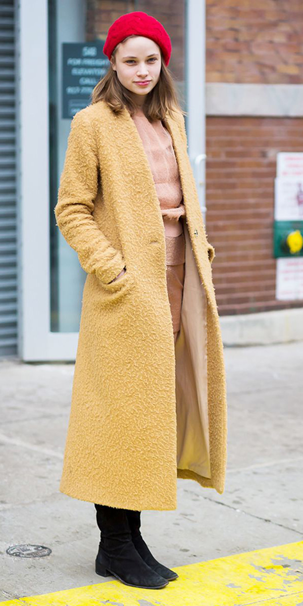 how-to-style-yellow-jacket-coat-hairr-red-beret-hat-fall-winter-fashion-weekend.jpg