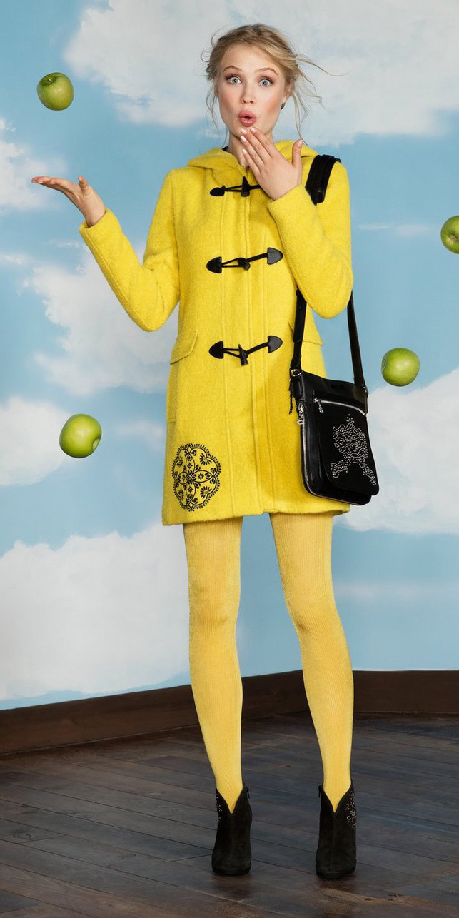 how-to-style-yellow-jacket-coat-toggle-blonde-yellow-tights-black-bag-black-shoe-booties-fall-winter-fashion-desigual-weekend.jpeg