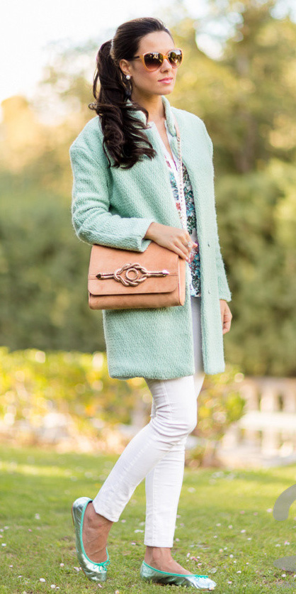 white-skinny-jeans-green-light-jacket-coat-green-shoe-flats-tan-bag-pony-pearl-studs-sun-howtowear-fashion-style-outfit-spring-summer-brun-lunch.jpg