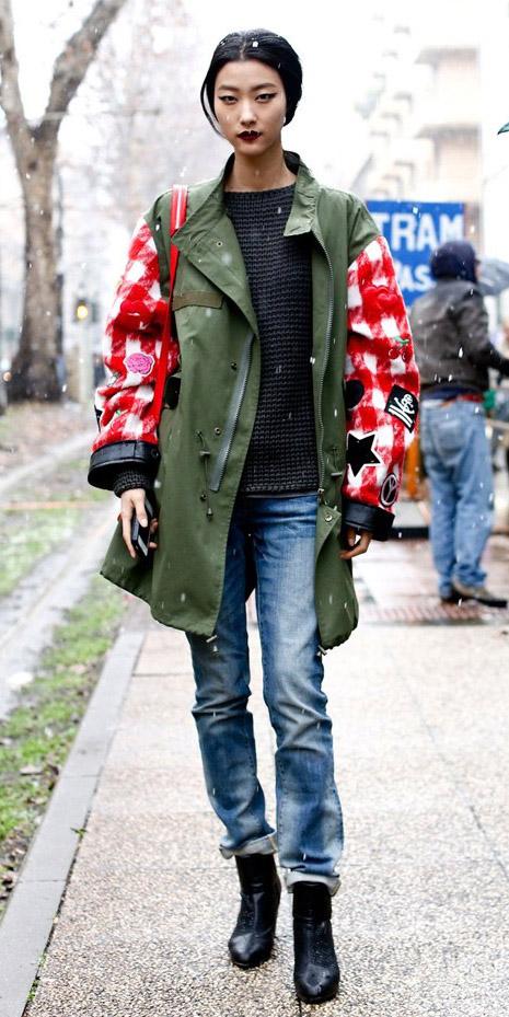 blue-med-boyfriend-jeans-black-sweater-black-shoe-booties-green-olive-jacket-coat-parka-brun-pony-fall-winter-weekend.jpg