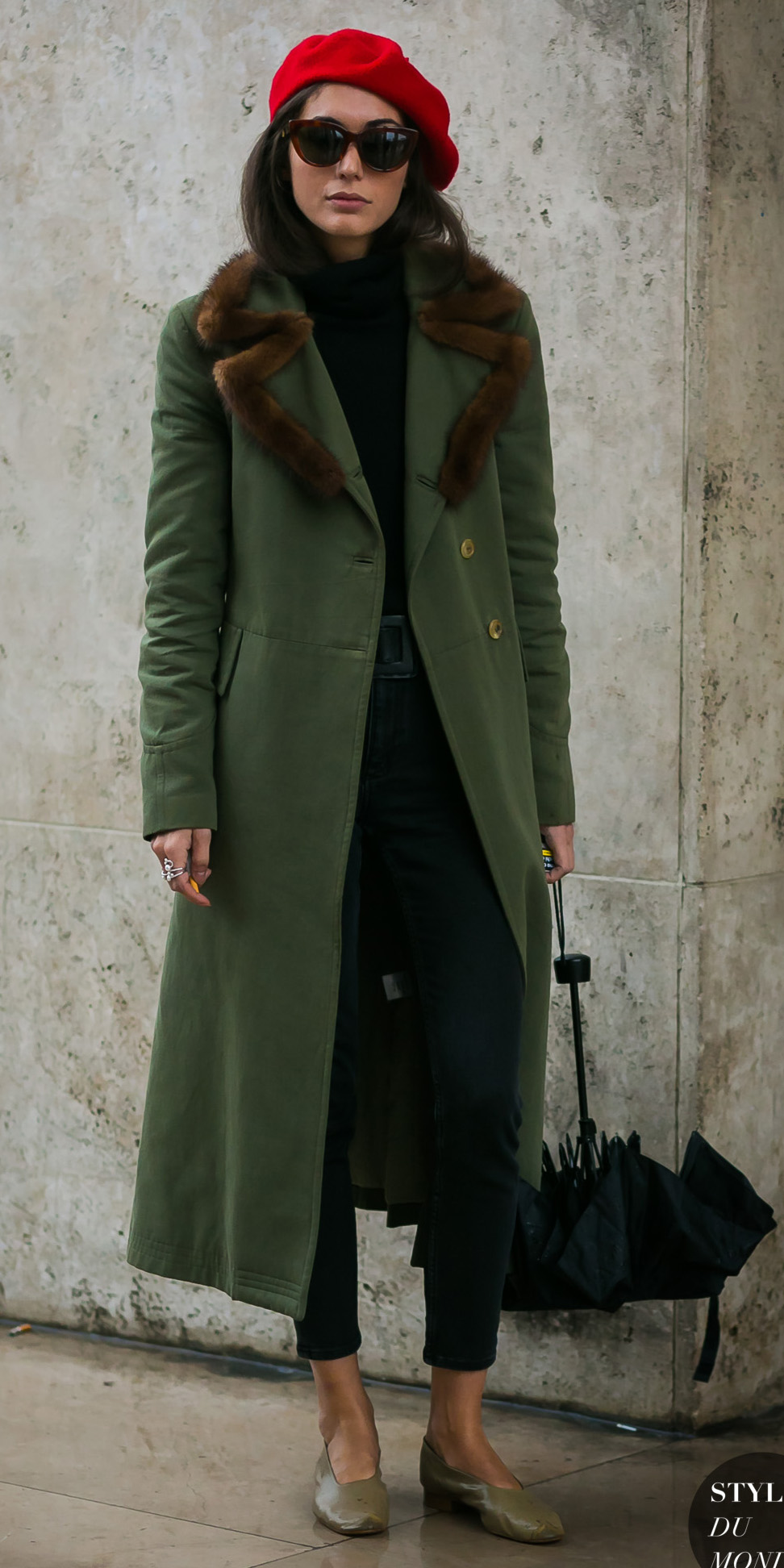 how-to-style-green-olive-jacket-coat-red-beret-hat-hairr-sun-tan-shoe-flats-black-sweater-turtleneck-fall-winter-fashion-lunch.jpg