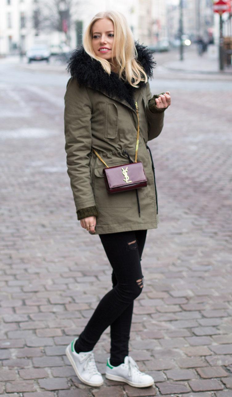 black-skinny-jeans-white-shoe-sneakers-burgundy-bag-blonde-green-olive-jacket-coat-parka-fall-winter-outfit-weekend.jpg