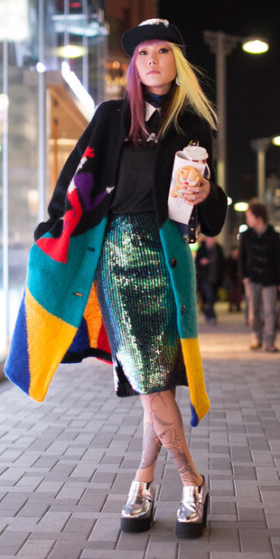 green-emerald-pencil-skirt-black-sweater-green-emerald-jacket-coat-hat-cap-japanese-street-howtowear-style-fashion-fall-winter-sequin-blonde-dinner.jpg