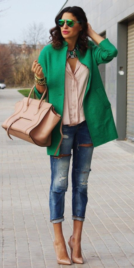 how-to-style-blue-med-skinny-jeans-green-emerald-jacket-coat-bib-necklace-hairr-sun-tan-bag-tan-shoe-pumps-fall-winter-fashion-lunch.jpg