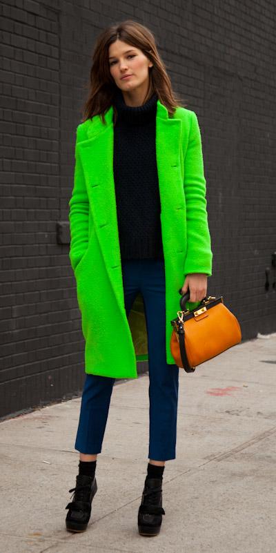 blue-navy-slim-pants-yellow-bag-neon-black-sweater-turtleneck-black-shoe-booties-green-emerald-jacket-coat-fall-winter-brun-lunch.jpg