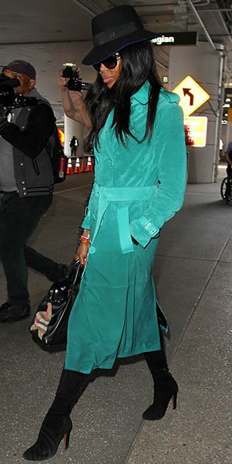 naomicampbell-black-shoe-boots-hat-sun-brun-green-emerald-jacket-coat-trench-fall-winter-lunch.jpg
